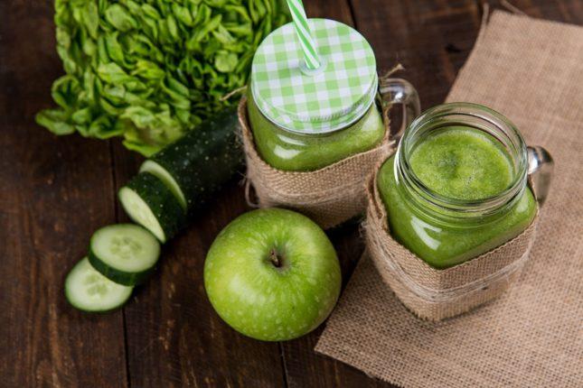 Смузи из яблок, сельдерея и огурцов