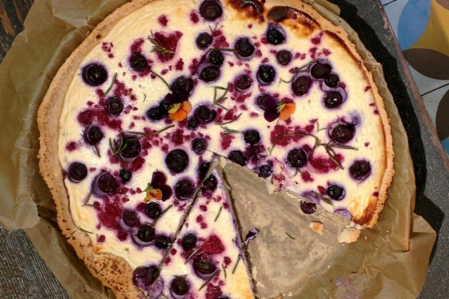 """Пирог """"Ягоды на снегу"""" - рецепт приготовления"""