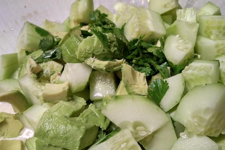 Салат из авокадо с огурцами - рецепт
