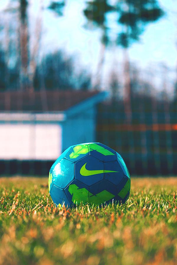 Загадки про спорт - спортивный инвентарь - мяч
