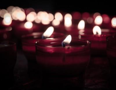 Как вывести пятно от свечи