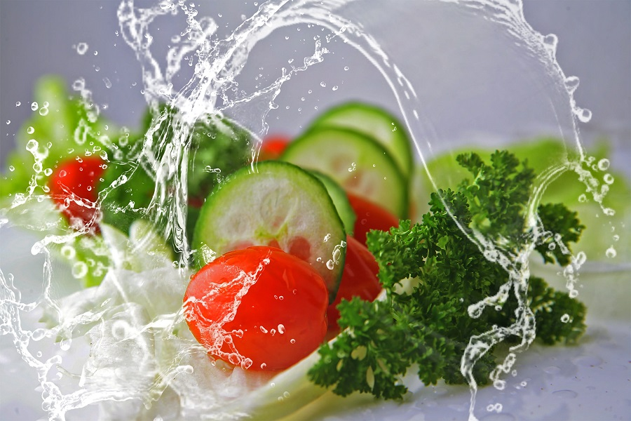Весенний салат из огурцов и помидоров рецепт